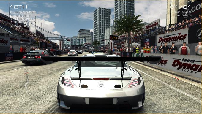 Codemasters* 社が GRID Autosport* を PC からタブレット向けに最適化してポールポジションを獲得